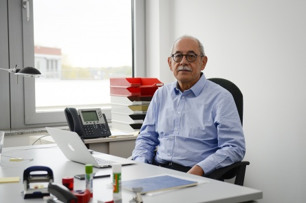 Prof. Armando Barrientos